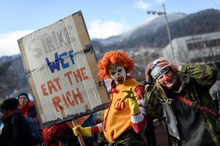 Bilionários são mais ricos do que 60% da população mundial. Ff560710