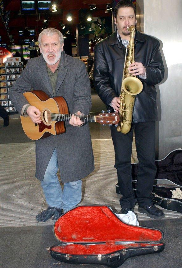 In Memoriam - Novos integrantes da banda do céu - Página 3 Gordon10