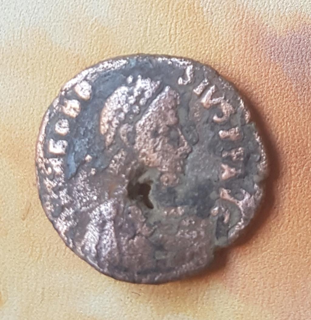 Decargiro de Teodosio I. GLORIA - ROMANORVM. Emperador estante de frente y mirando a dcha. Antioch. 20190631