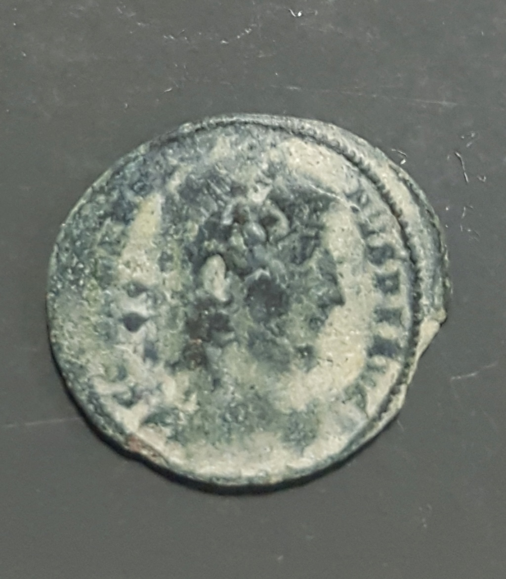 AE4 de Constantino II. GLORI-A EXER-CITVS. Un estandarte entre dos soldados. Tesalónica. 20190662