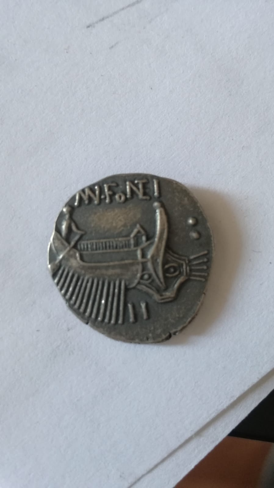 Denario de Gens Fonteia, Manus Fonteius, Dioscuros en anverso y galera en reverso 210