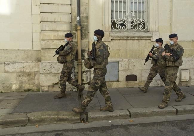 """2020/12/04 """"Daech planifie des attentats en Europe à Noël"""", alerte un ex-chef du MI6 Sipa_010"""
