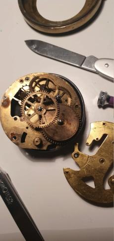 Une montre 'boule' trouvée en brocante - Page 2 20191111