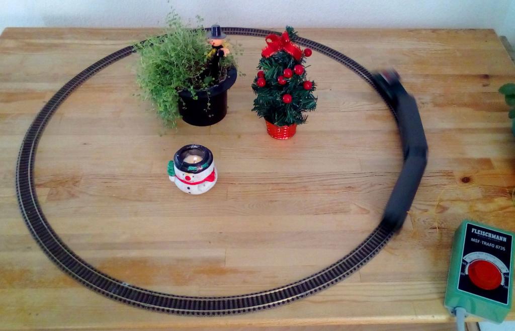 Die besinnliche um den Adventskranz/Weihnachtsbaum Rennbahn Anlage 1adven12
