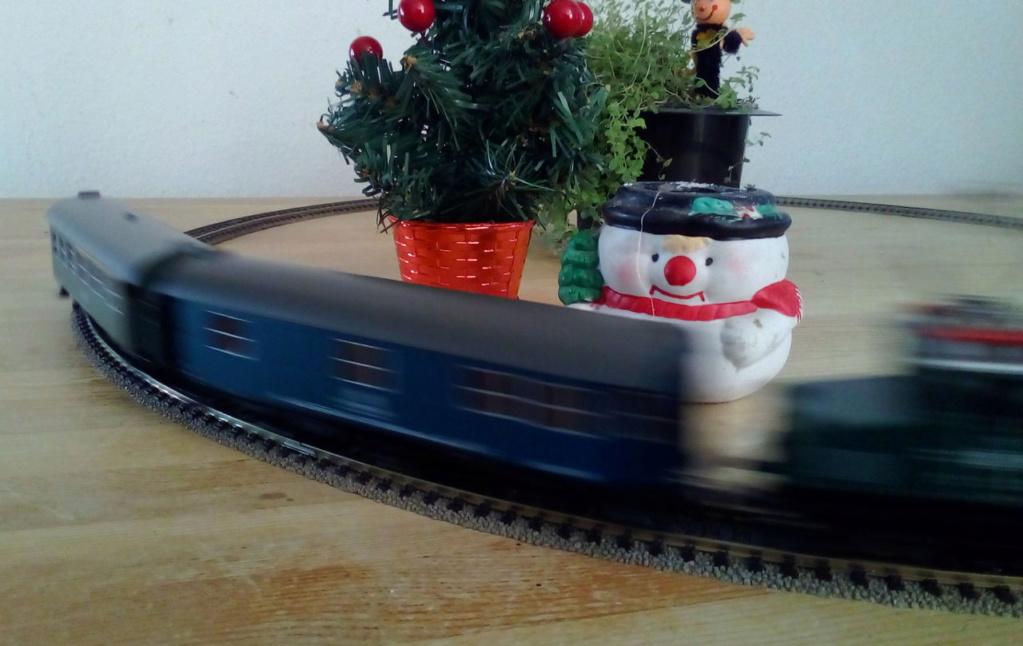Die besinnliche um den Adventskranz/Weihnachtsbaum Rennbahn Anlage 1adven13