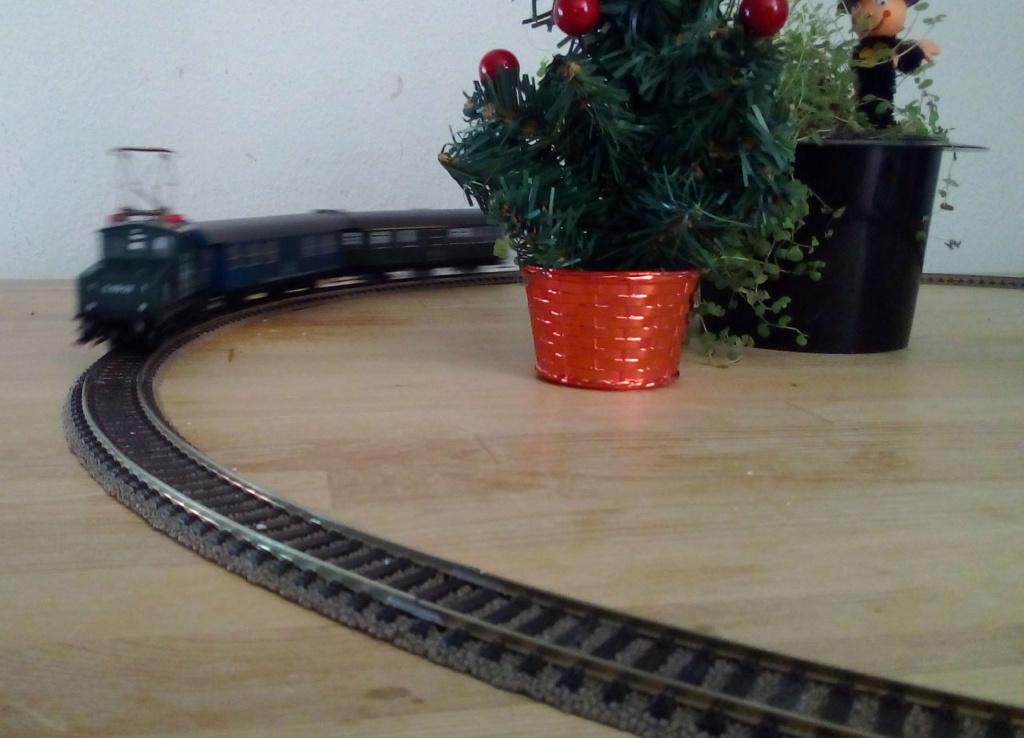 Die besinnliche um den Adventskranz/Weihnachtsbaum Rennbahn Anlage 1adven14