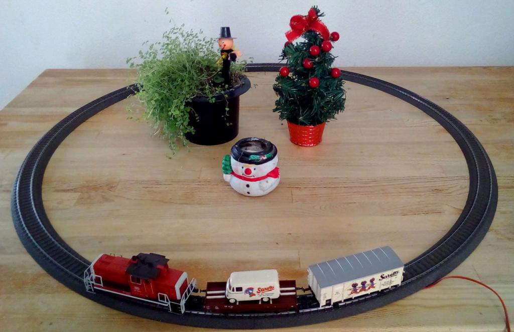 Die besinnliche um den Adventskranz/Weihnachtsbaum Rennbahn Anlage 1adven16