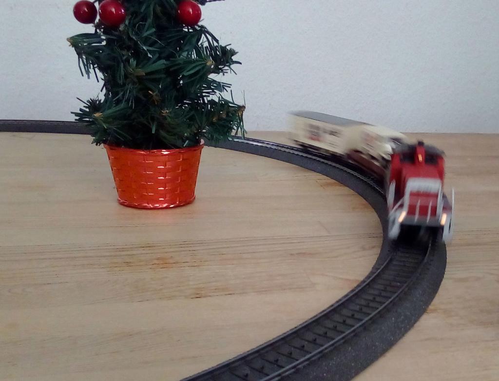 Die besinnliche um den Adventskranz/Weihnachtsbaum Rennbahn Anlage 1adven17