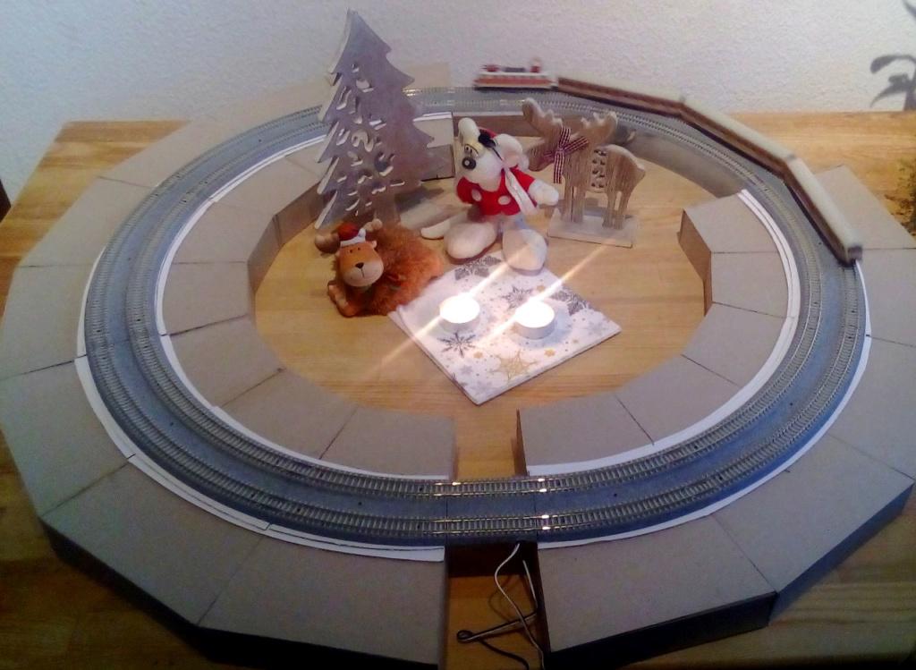 Die besinnliche um den Adventskranz/Weihnachtsbaum Rennbahn Anlage 2adven12