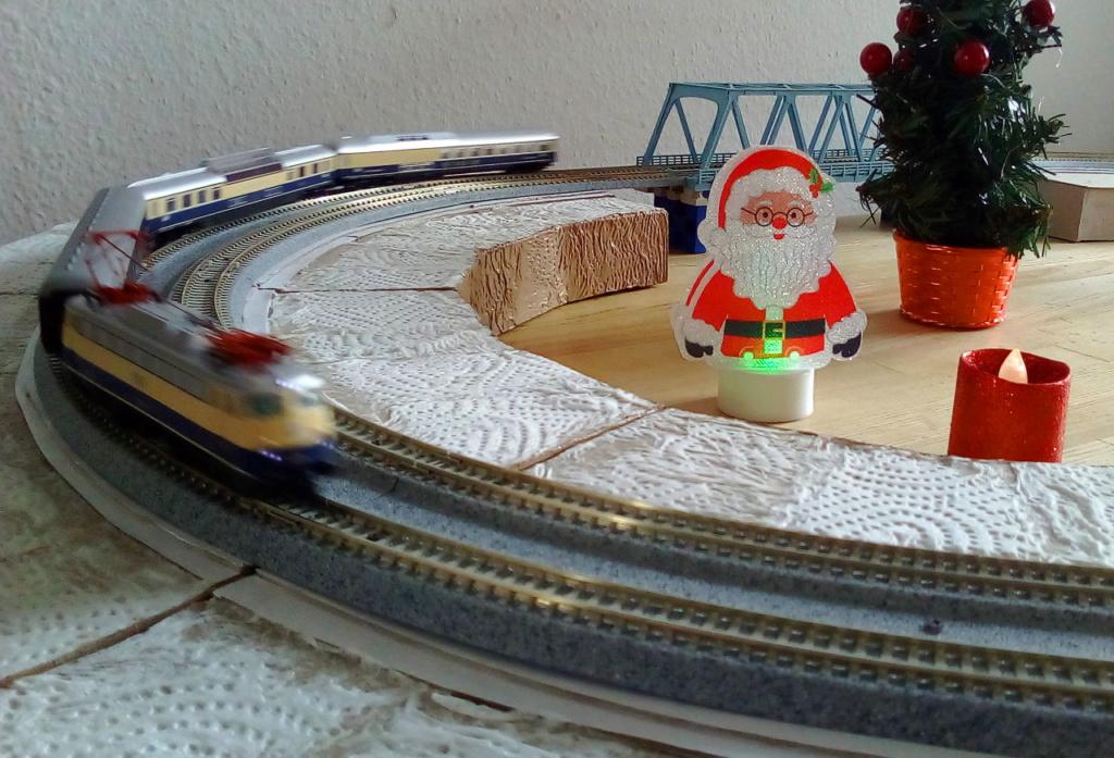Die besinnliche um den Adventskranz/Weihnachtsbaum Rennbahn Anlage 3adven11