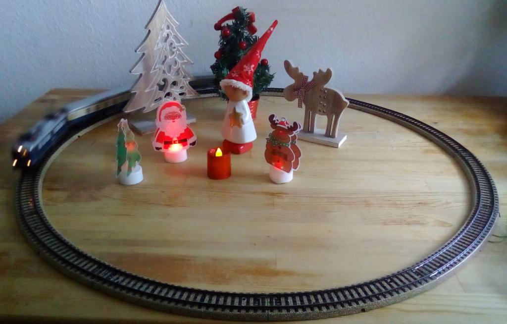Die besinnliche um den Adventskranz/Weihnachtsbaum Rennbahn Anlage 4adven14