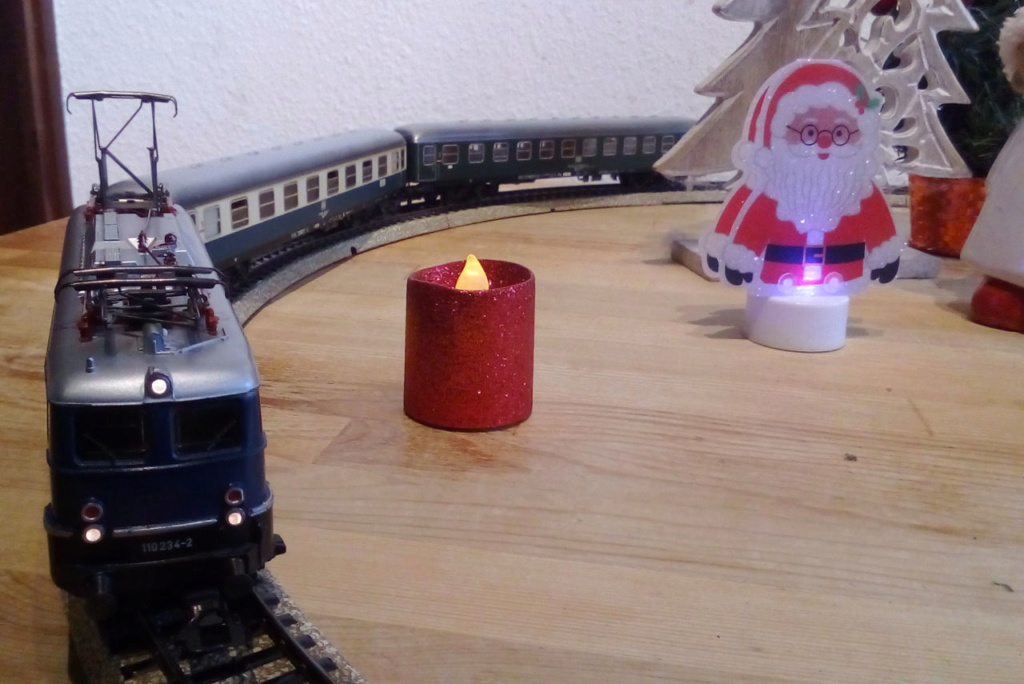 Die besinnliche um den Adventskranz/Weihnachtsbaum Rennbahn Anlage 4adven15