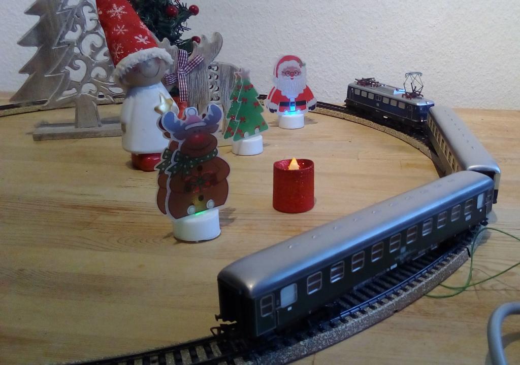 Die besinnliche um den Adventskranz/Weihnachtsbaum Rennbahn Anlage 4adven17