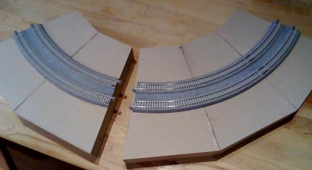 Die seltsamen Methoden des H.P. Wanninger: Karton-Modul-Tischanlage in Spur N Kato-015