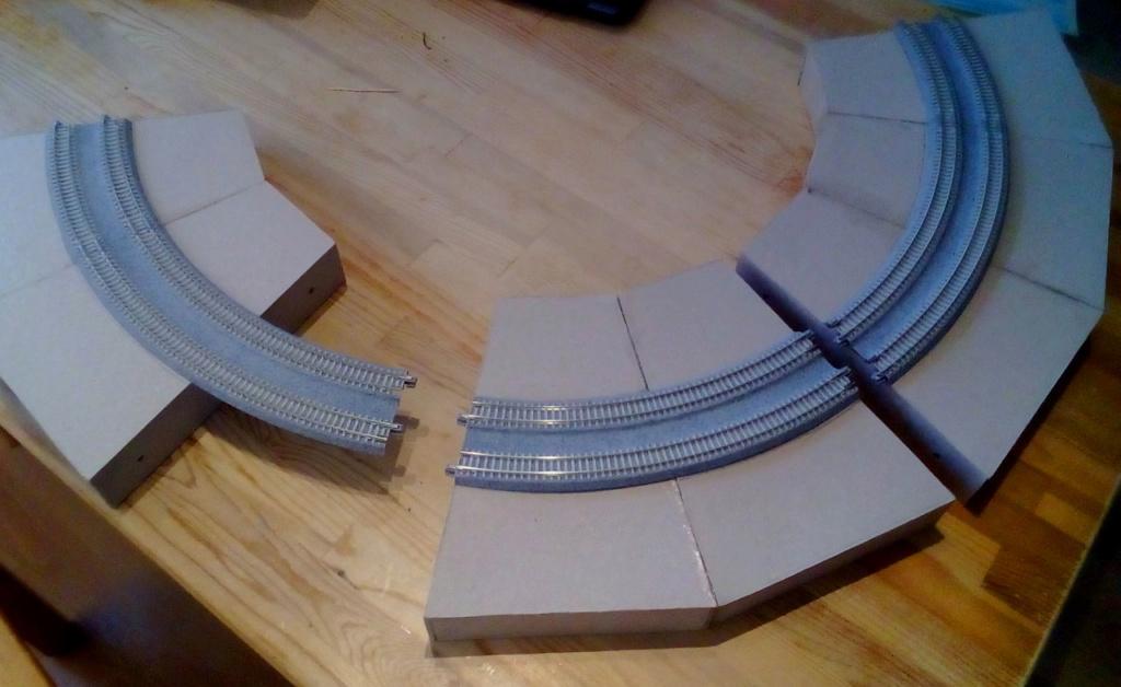 Die seltsamen Methoden des H.P. Wanninger: Karton-Modul-Tischanlage in Spur N Kato-017