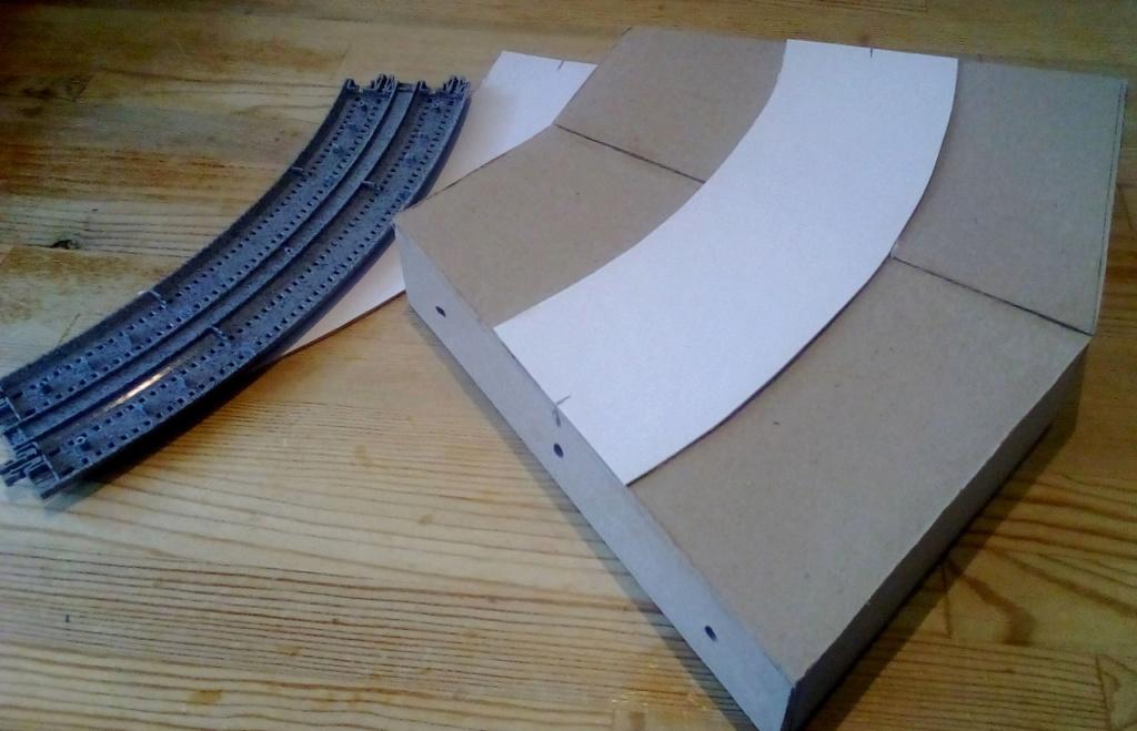 Die seltsamen Methoden des H.P. Wanninger: Karton-Modul-Tischanlage in Spur N Kato-022