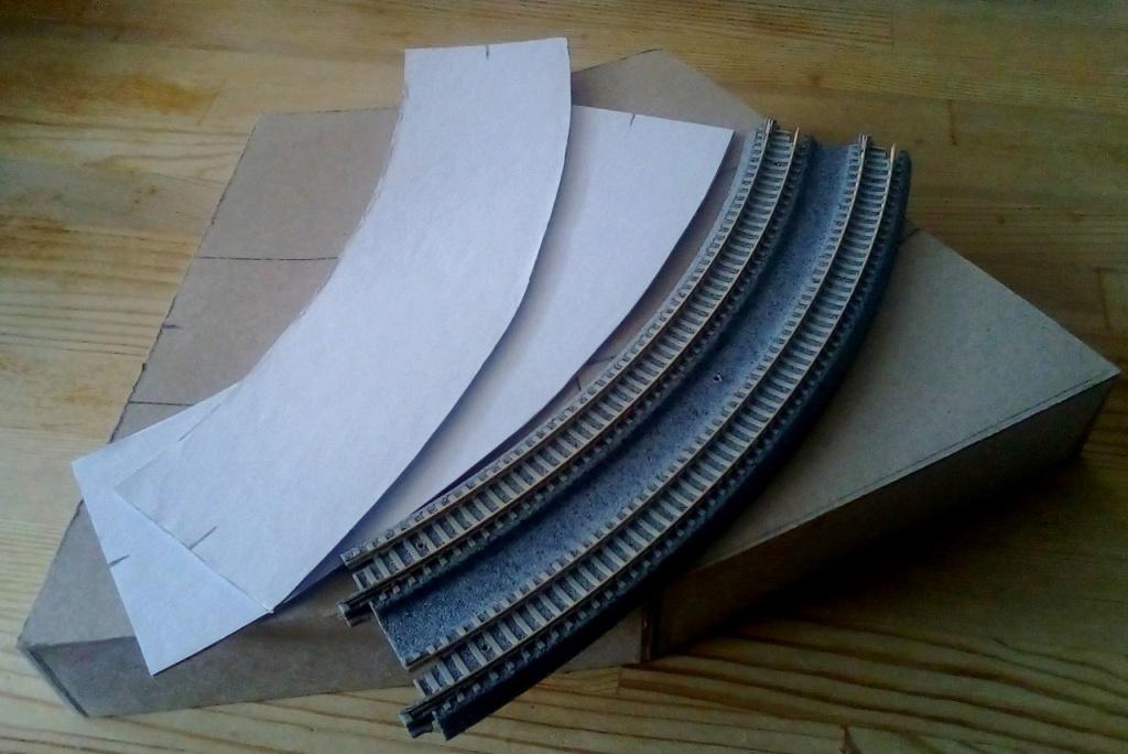 Die seltsamen Methoden des H.P. Wanninger: Karton-Modul-Tischanlage in Spur N Kato-023