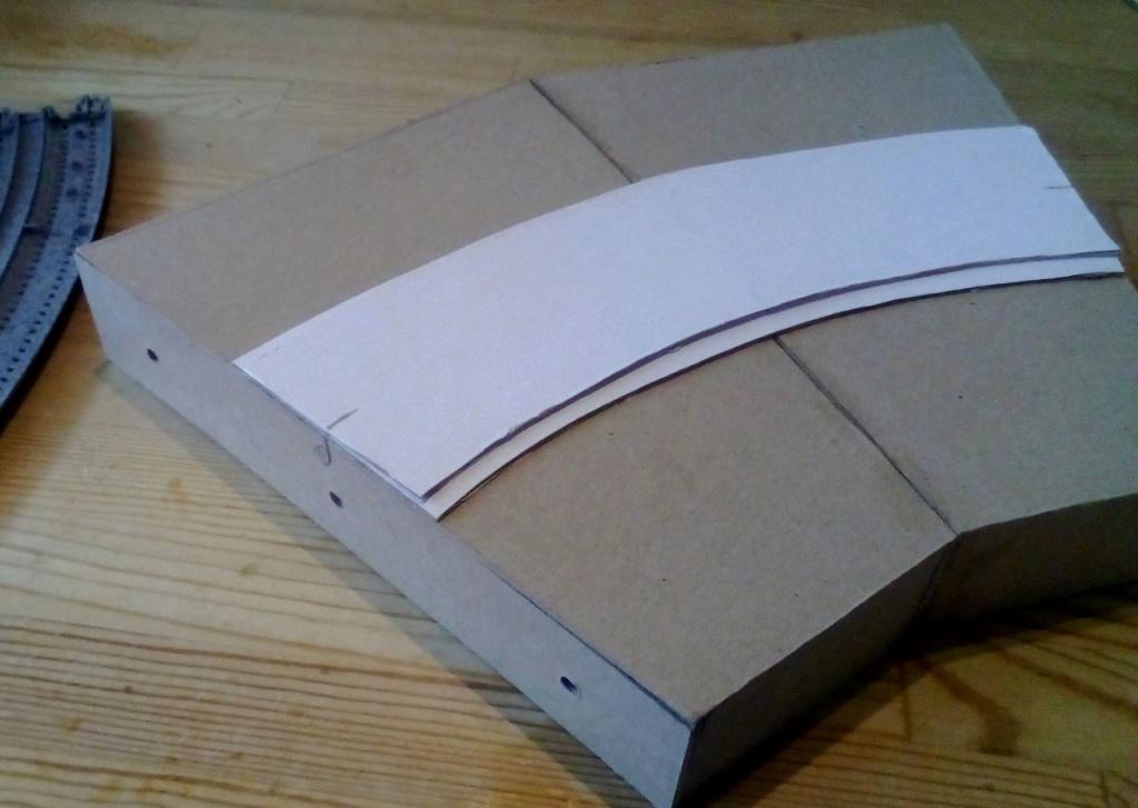 Die seltsamen Methoden des H.P. Wanninger: Karton-Modul-Tischanlage in Spur N Kato-024