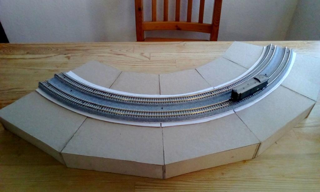 Die seltsamen Methoden des H.P. Wanninger: Karton-Modul-Tischanlage in Spur N Kato-029