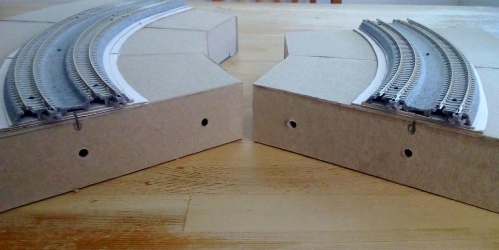 Die seltsamen Methoden des H.P. Wanninger: Karton-Modul-Tischanlage in Spur N Kato-030