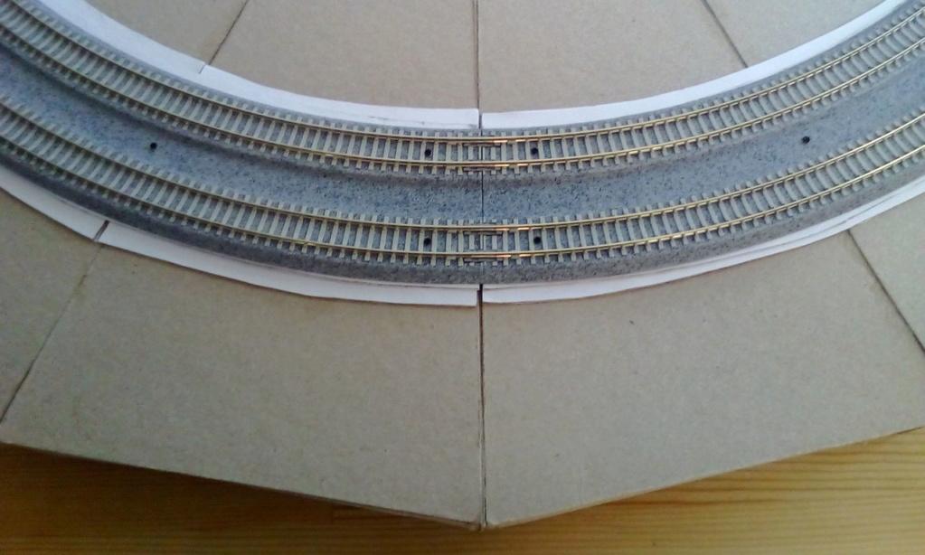 Die seltsamen Methoden des H.P. Wanninger: Karton-Modul-Tischanlage in Spur N Kato-032