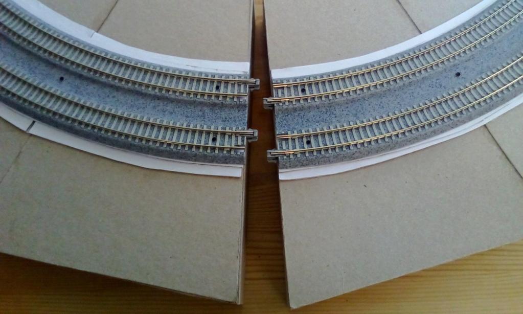 Die seltsamen Methoden des H.P. Wanninger: Karton-Modul-Tischanlage in Spur N Kato-033
