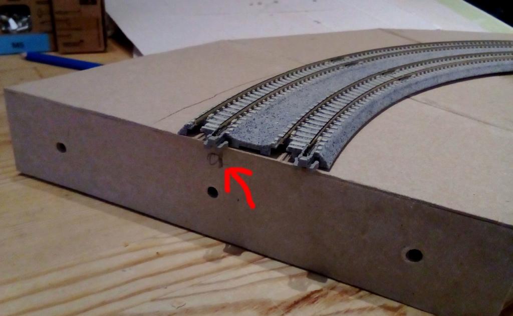 Die seltsamen Methoden des H.P. Wanninger: Karton-Modul-Tischanlage in Spur N Kato-037