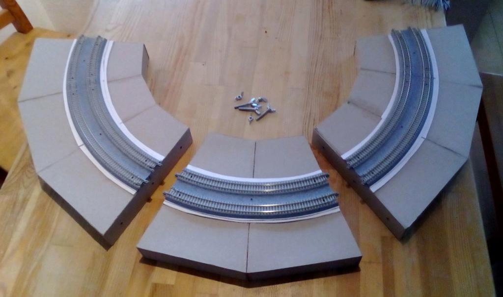 Die seltsamen Methoden des H.P. Wanninger: Karton-Modul-Tischanlage in Spur N - Seite 2 Kato-040