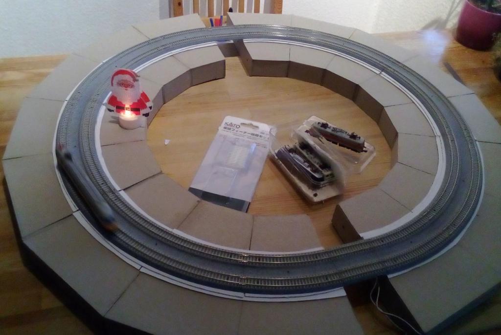Die seltsamen Methoden des H.P. Wanninger: Karton-Modul-Tischanlage in Spur N - Seite 2 Kato-045