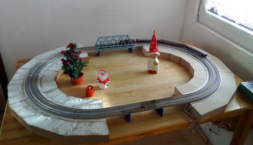 Die besinnliche um den Adventskranz/Weihnachtsbaum Rennbahn Anlage Kato-061