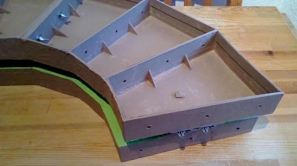 Die seltsamen Methoden des H.P. Wanninger: Karton-Modul-Tischanlage in Spur N - Seite 4 Kato-098