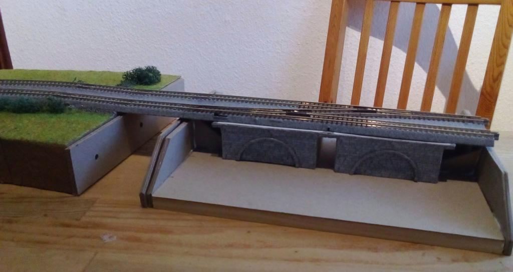 Die seltsamen Methoden des H.P. Wanninger: Karton-Modul-Tischanlage in Spur N - Seite 5 Kato-159