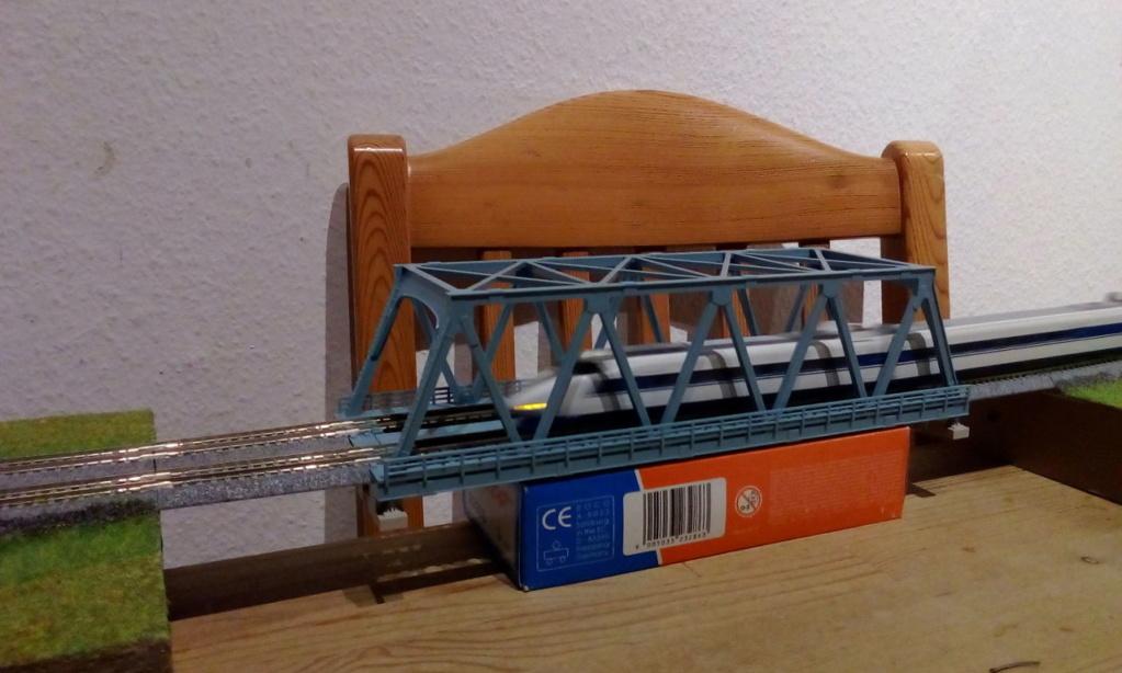 Die seltsamen Methoden des H.P. Wanninger: Karton-Modul-Tischanlage in Spur N - Seite 5 Kato-179