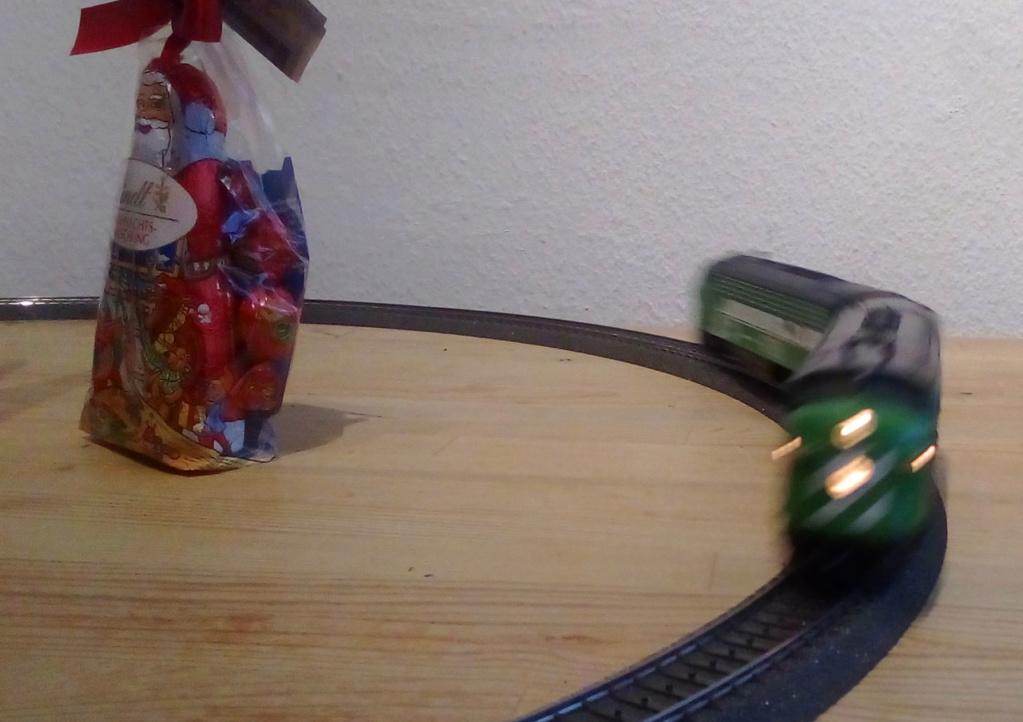 Die besinnliche um den Adventskranz/Weihnachtsbaum Rennbahn Anlage Nik-0310