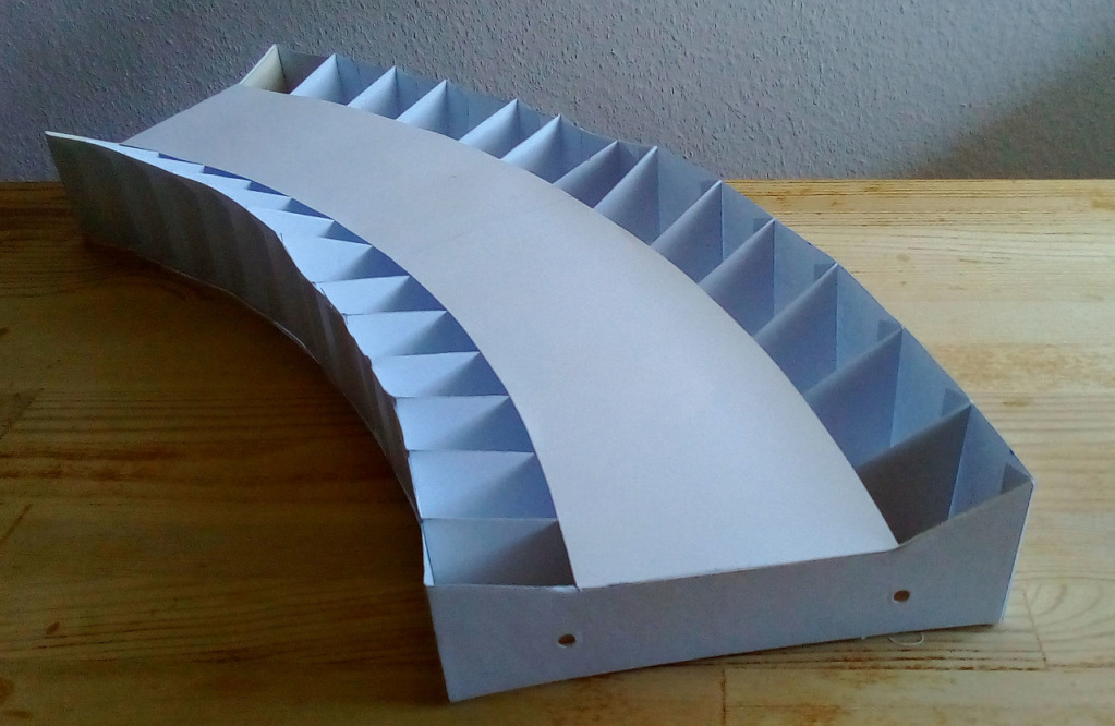 Weitere noch seltsamere Methoden des H.P. Wanninger: Karton-Module für H0 Rahmen11