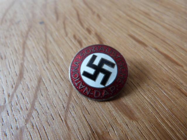 INSIGNE ALLEMAND NATIONAL SOZIALISTISCHE ,  AUTHENTIQUE OU COPIE P1050980
