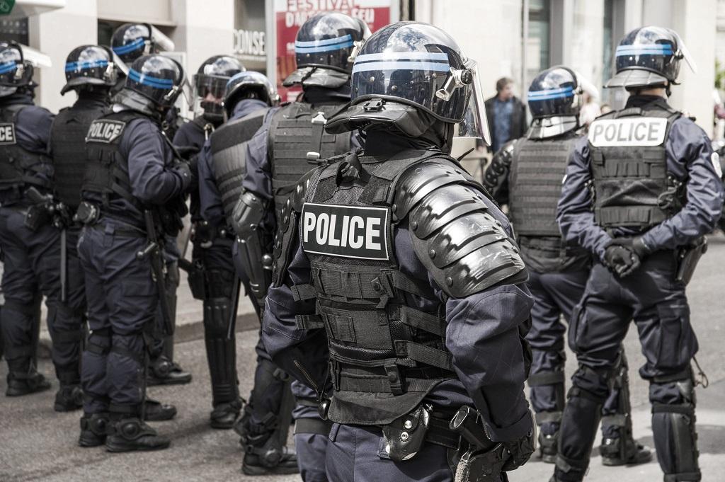 2021/09/14 Manif anti-passe : agression de manifestants pacifiques par les forces de l'ordre Police10