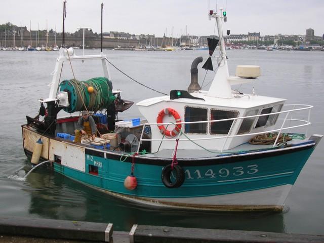 [VIE DES PORTS] Quelques bateaux de pêche (sur nos côtes Françaises) - Page 2 21_05_11