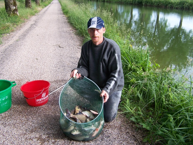 Petite partie de pêche à Rôocourt la Côte du 28/05/2007 Peche_37