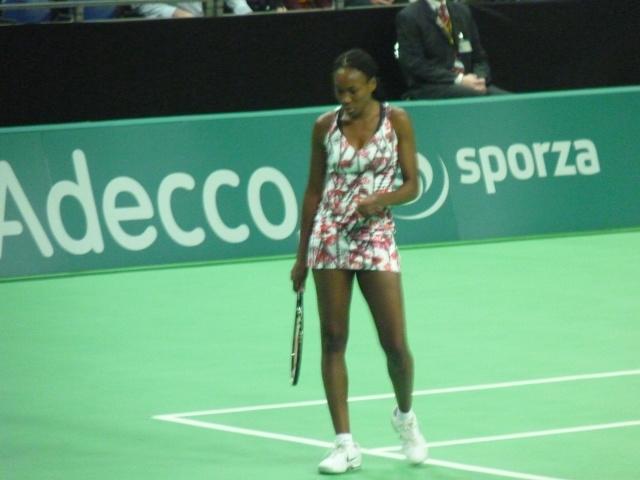 Venus & Serena Williams - 3 - Page 3 P1020410
