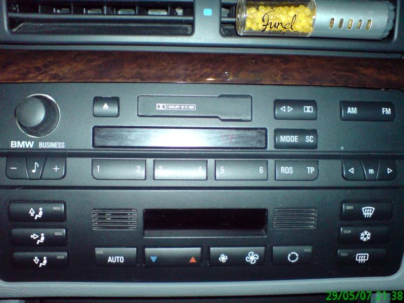 [BMW 320 i E46] Afficher l'heure sur le poste business Dsc00110
