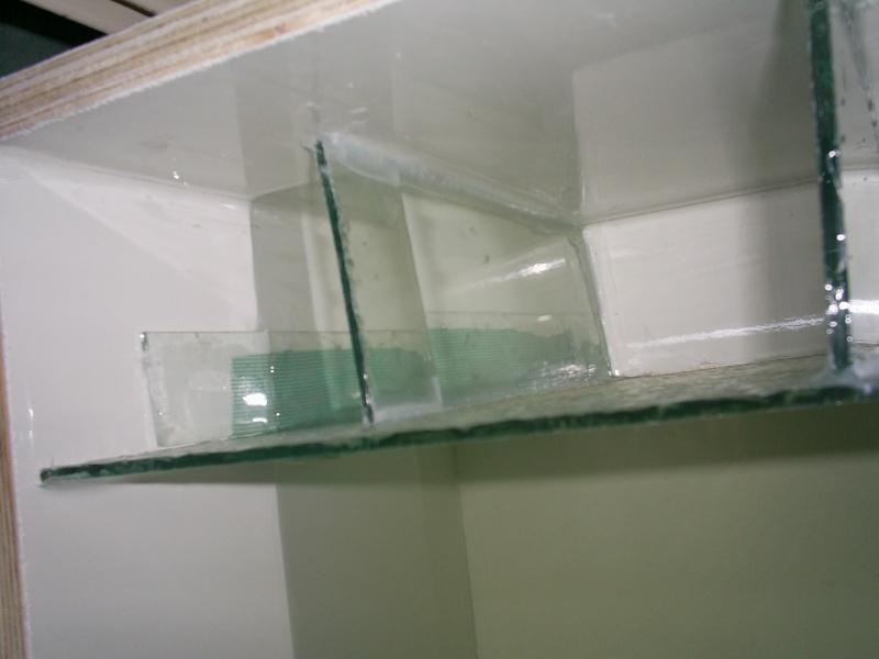 un petit bac en polyfont S5020415