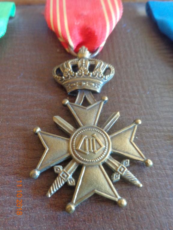 Pour les amateurs....... belges :) médailles de mon papa .... Dsc00211