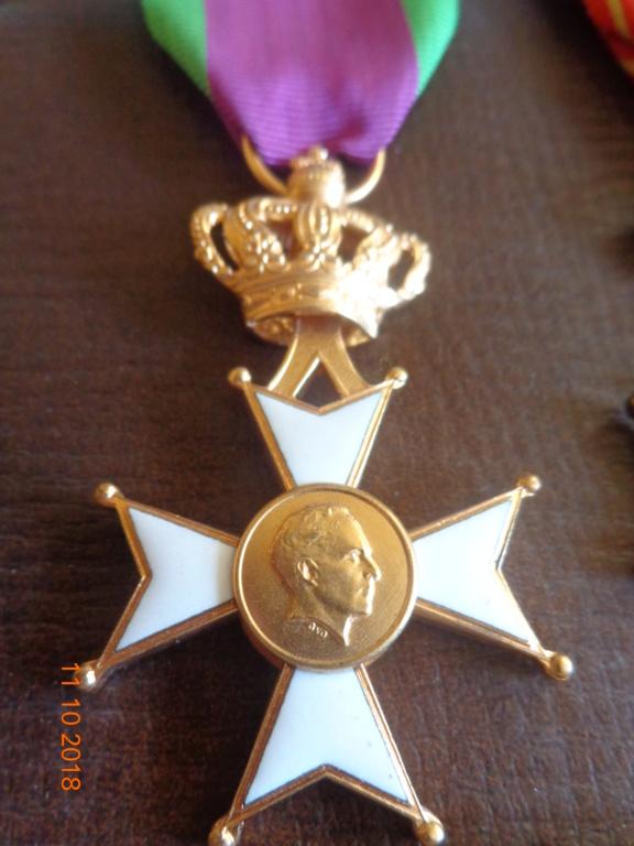 Pour les amateurs....... belges :) médailles de mon papa .... Dsc00213