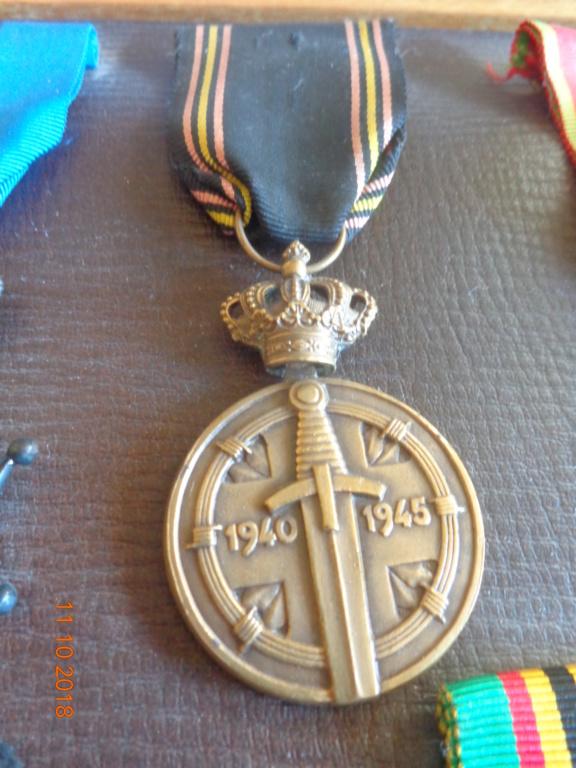 Pour les amateurs....... belges :) médailles de mon papa .... Dsc00214