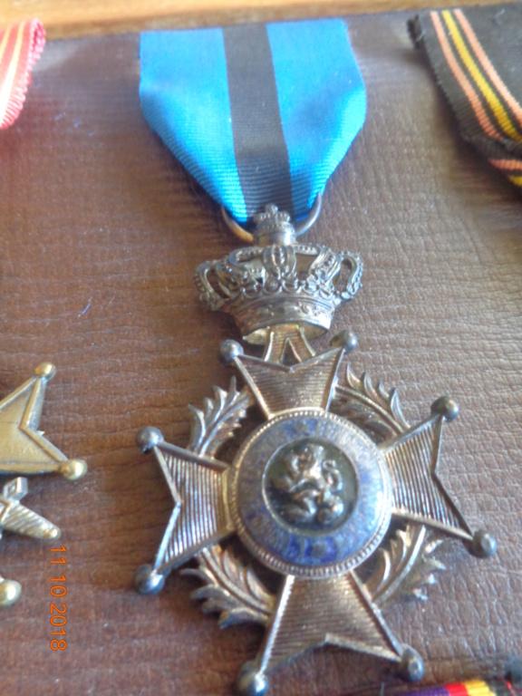 Pour les amateurs....... belges :) médailles de mon papa .... Dsc00215
