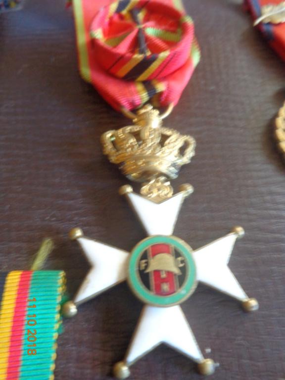Pour les amateurs....... belges :) médailles de mon papa .... Dsc00216