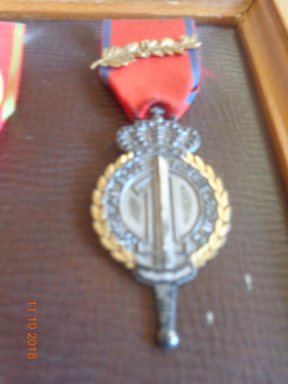 Pour les amateurs....... belges :) médailles de mon papa .... Dsc00217