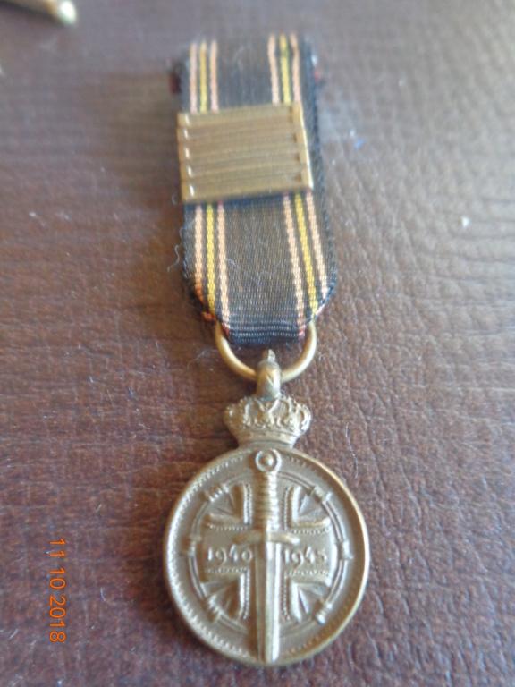 Pour les amateurs....... belges :) médailles de mon papa .... Dsc00218