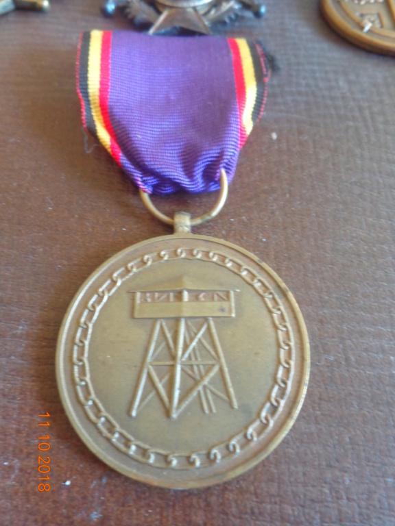 Pour les amateurs....... belges :) médailles de mon papa .... Dsc00219